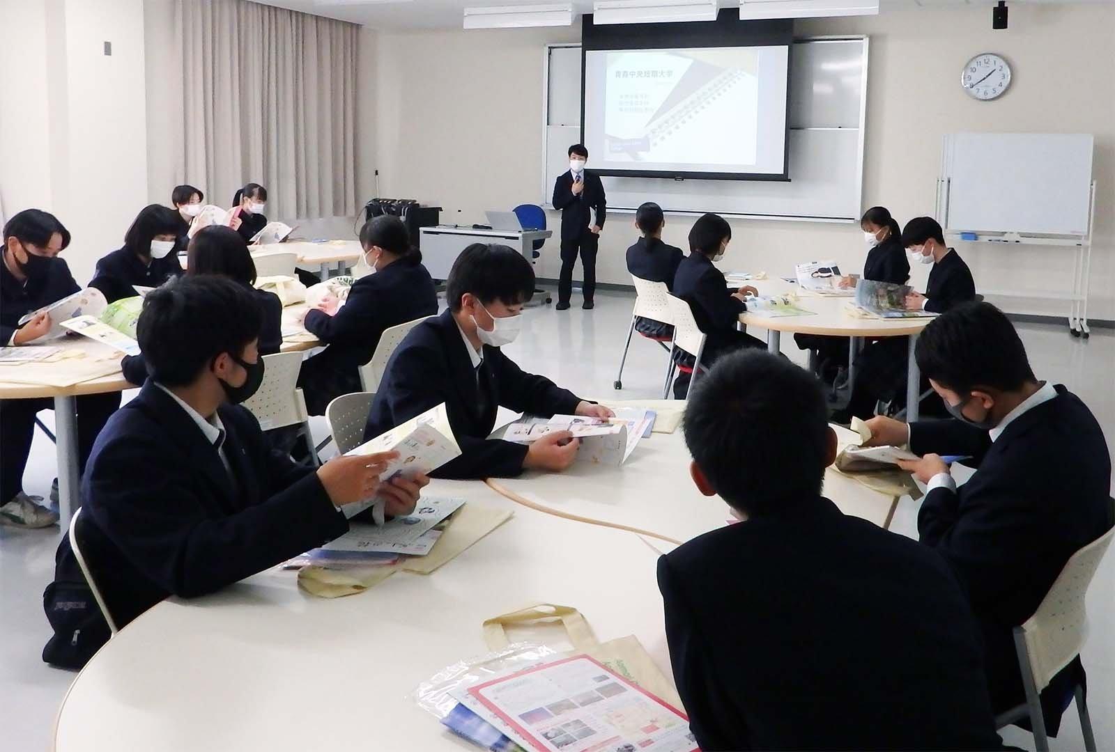五所川原農林高校1年生が学校見学に来ました