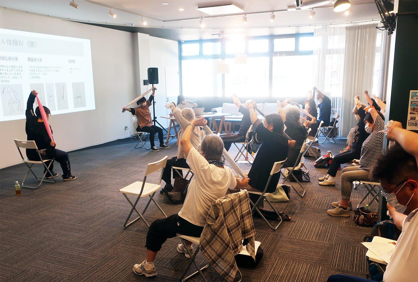 まちなかキャンパス公開講座 「座ったままでできる日用品を使った健康ストレッチ」(2021/07/14)を開催しました