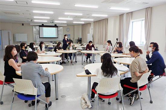 卒業生との交流講座「保育者と保育者のたまごたちENENEN(園縁円)」(7/3)を開催しました