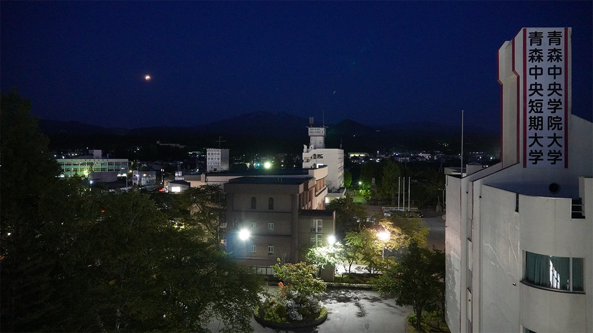 スーパームーンの皆既月食がキャンパスから見えました